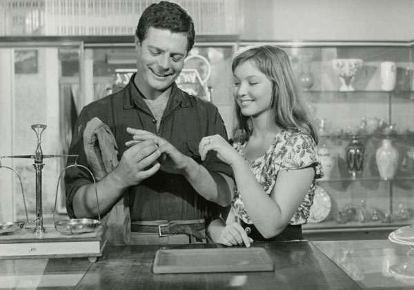 Marcello Mastroianni Pasquale And Marina Vlady Angela